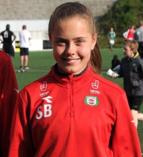 Sofie Bjørnsen (bildet) ga seg ikke før hun hadde banket inn tre baller i andre omgang.