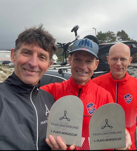 1. PLASSAR: (F.v.) Kenneth Blom og Ronny Nordal stakk av med kvar sin 1. plass i sin aldersklasse, medan Tor-Harald Bringedal debuterte under Os triatlon i helga.