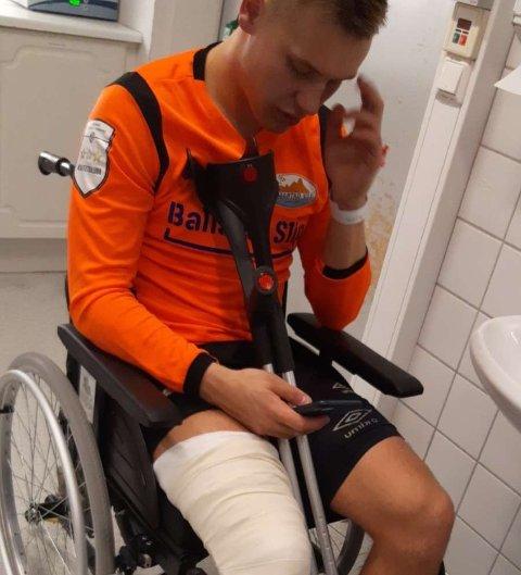 Ballstad-spiller Vegard Sedeniussen Møller fikk seg en ordentlig smell i kampen mot Leknes.
