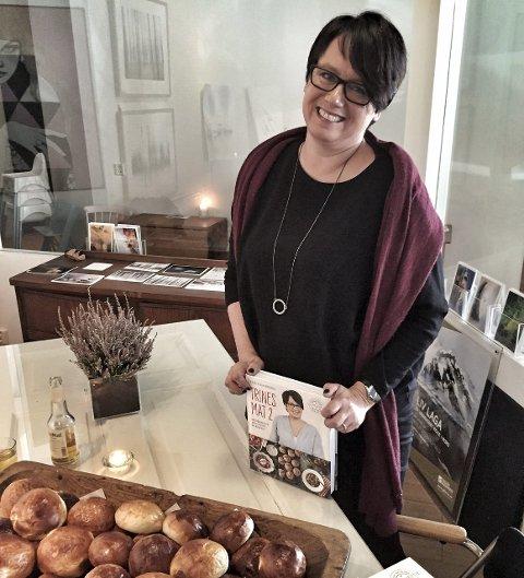 På menyen: Seks ukemenyer, fem festmenyer og og en mengde bakeoppskrifter finner du i Trine Sandberg nye bok. Foto: Tove Myhre