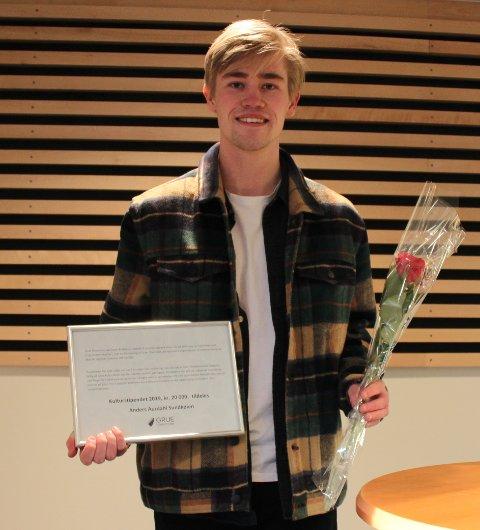 GITAR: Anders A. Sundkøien har fått Grue kommunes kulturstipend på 20.000 kroner. Sundkøien gjør seg bemerket med sitt gitarspill.