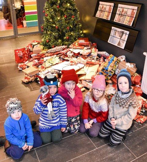 Enormt mange gaver har kommet inn til Rana Blads juletre. Vi i Rana Blad ønsker å takke alle som har vært innom og dermed bidratt til å gi andre en bedre jul.