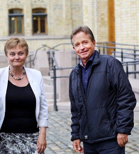 Tore Hagebakken og Rigmor Aaserud lover at Arbeiderpartiet vil kjempe for at Valdres Tingrett skal bestå.