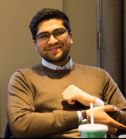 Wali Gilani er bekymret for elevene.