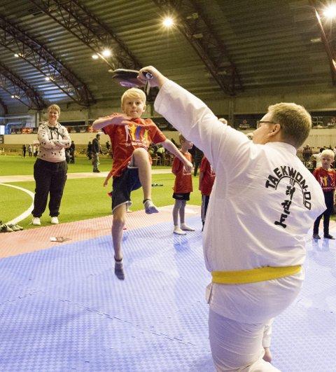 HØYTFLYVENDE: Sigavrt Vestby Monsen mestret kjapt taekwondo.BEGGE FOTO: Christine Heim