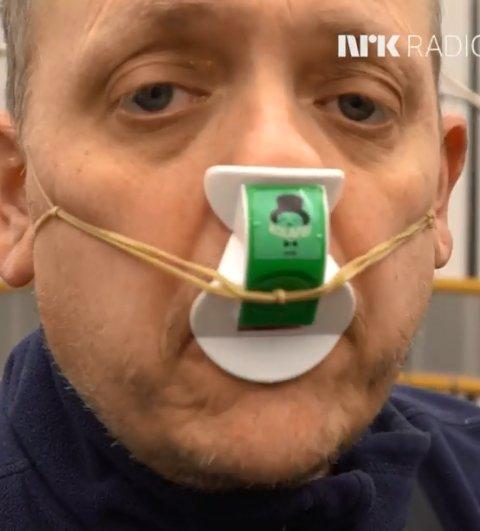 NESEFLØYTE: NRKs Rune Nilson frister med ei nesefløyte dersom Øyvind Sogn består konkurransen.