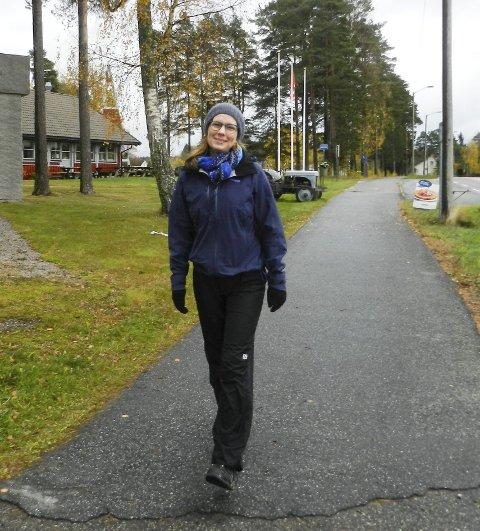 ET GODT FORBILDE: Maria Ulsrød synes at lensmann Monica B. Anstensen er et godt forbilde for de unge i Aremark. Alle foto: Steinar Omar Østli