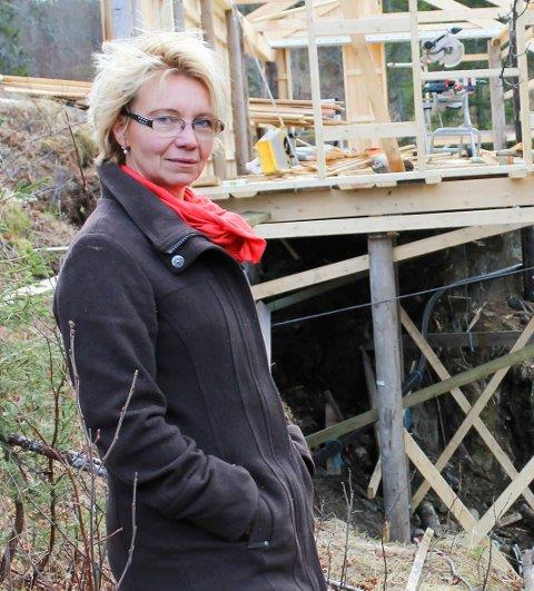 Jelena Langvatn på Langvatn gård. Hun starter nytt enkeltpersonsforetak med blant annet stalldrift.