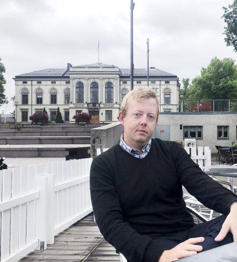 LEI SEG: Tidligere ordførerkandidat i Porsgrunn, Adrian Ness Løvsjø, er både lei seg og forbannet på seg selv etter at han ble tatt for å stjele fra sin tidligere arbeidsgiver. – Jeg kommer nok aldri til å tilgi meg selv for det jeg gjorde, forteller han.foto: ove mellingen