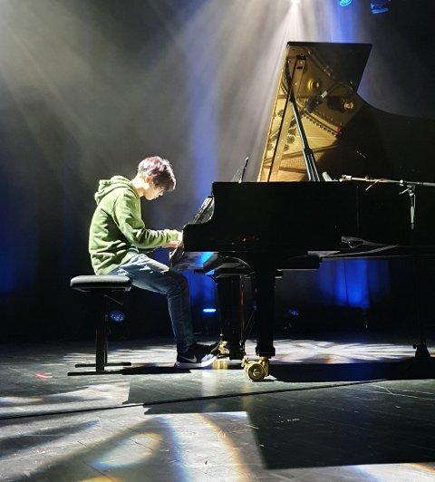 TIL FINALEN: Marius Johansen Laukeland spelte piano, og tok seg til finalen med Claire de Lune av Claude Debussy.