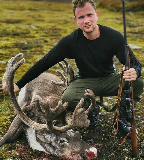 Oddingen Oddmund Viskjer Eide med sin første bukk