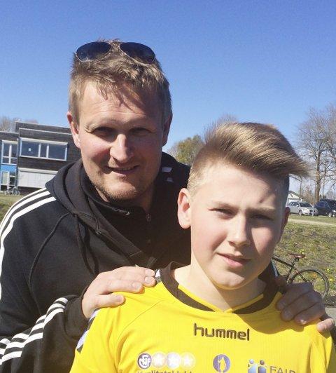 Spiller og trener: Kevin Andrè Andersen på Gullhaug G14 sammen med trener Frode Fridtjofsen. Begge foto: Privat