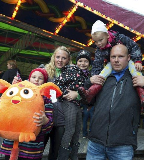 Vinnerlykke: Det har familien Myrvang Twardowsky. fra venstre Olivia, Patrycja, Susanna, Karl Gunnar og Elletine. Foto: Asbjørn Risbakken