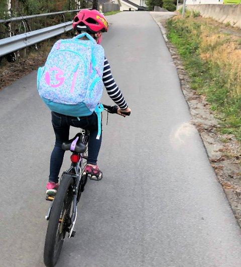 TRYGG I TRAFIKKEN: Det er foreldrene som må vurdere om barna er modne for å sykle til skolen. (Illustrasjonsfoto)