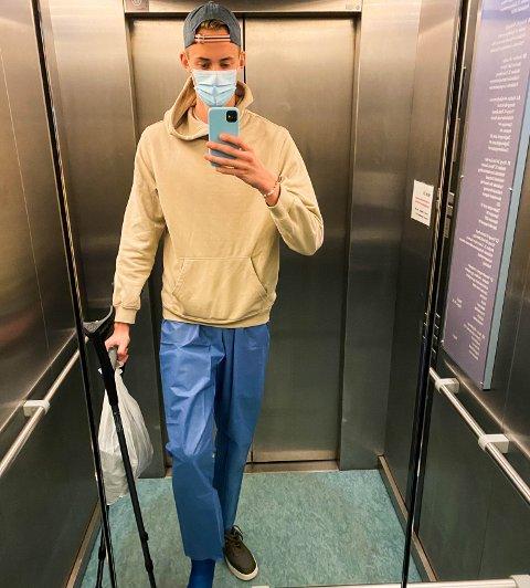 GIPS OG KRYKKER: For Christian Bergsjø har krykker og gips vært hverdagen siden pandemien startet i mars i fjor. Nå er endelig sykkelrytteren fra Husøy tilbake og klar for sesongstart.