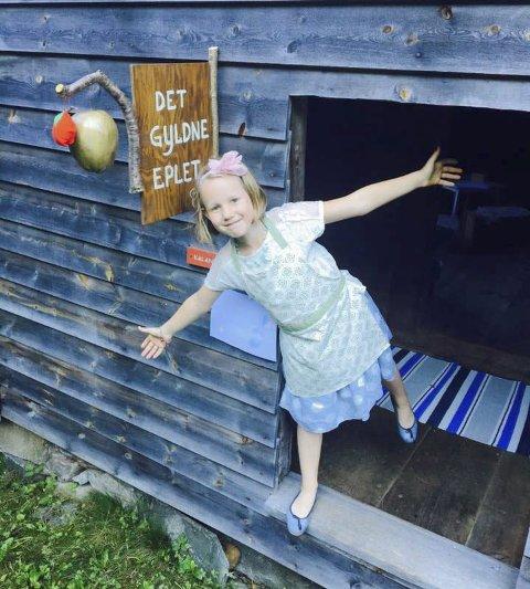 Barnekafeen Det gyldne eple har åpent på kulturminnedagen. I år er det stengt, men neste år er barna på plass i kafeen igjen.