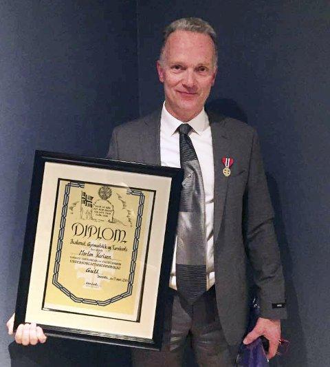 HEDRET: Morten Karlsen ble tildelt Norges Gymnastikk og Turnforbunds kretsforjenestemedalje i gull.foto: privat