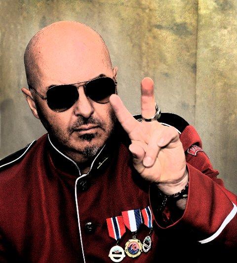 Frank Marstokk:  Med både engelske og norske tekster med et spenn fra rock til elektronika, blues og alternativ country,  gir Marstokk ut sitt tredje soloalbum.