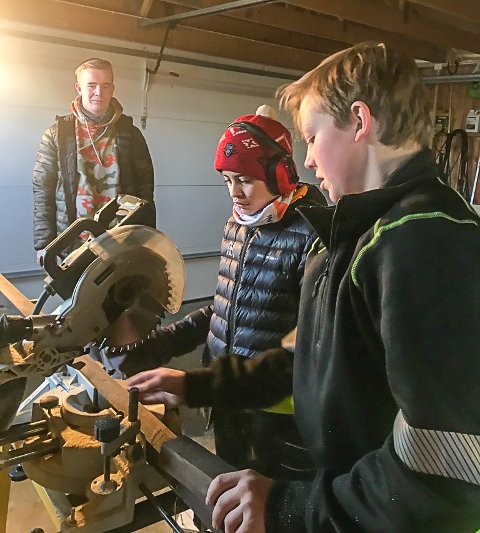 KILDESORTERING: Disse ungdommene ønsker å motivere flere Sarpsborg-hjem til å kildesortere.