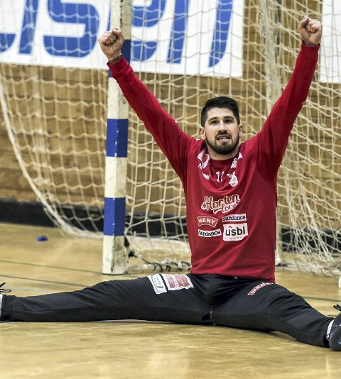 I stedet for å juble for seg selv eller mot laget, elsker serberen å fyre opp publikum!