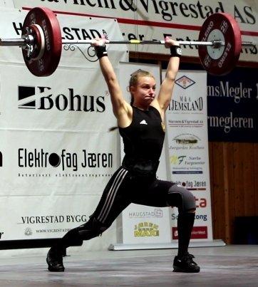 REKORDLØFT: Julia Jordanger Loen sette ny norsk juniorrekord med 85 kg i støyt.