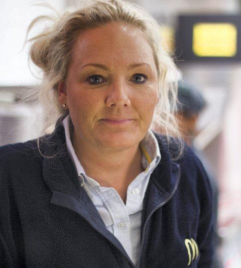 FORTVILER: Den lokale McDonald's-innehaveren, Veronika Sørensen, lurer på hvor skiltene hennes har tatt veien.
