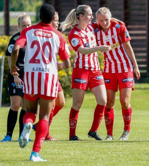 SNART KLARE FOR 2020:. Anna Jøsendal jubler sammen med Hanna Dahl for scoring mot Arna-Bjørnar i 2019. Nå er kampoppsettet for 2020 klart.