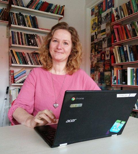 - SURREALISTISK HVERDAG: Marianne Arctander underviser 29 niendeklassinger på Sætre ungdomsskole. Over nettet.