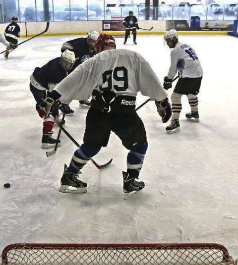 NY KONKURRANSE: Nå blir det Løkkehockey-turnering i ishallen på Skillevollen.