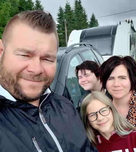 FAMIILEN FRYDENLUND: Jan Olav, Camilla, Jannicke (10) og Karoline (14) er storfornøyde med servicen som reddet ferien
