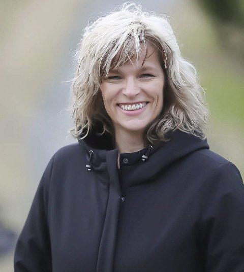 GLEDELIG TREND: Elisabeth Lie Nilsen er leder for NAV Marked Nord-Rogaland. Hun minner arbeids-søkende om viktigheten av å ha god kvalitet på cv-en sin på nav.no.FOTO: GRETHE NYGAARD/NAV