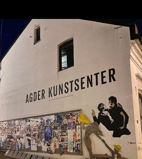 Töddels kunst har dukket6 opp flere steder i landet de seneste månedene, nå i Kristiansand.