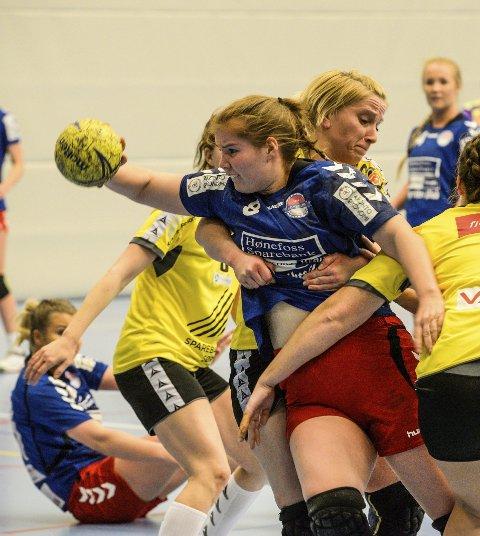 Malin Vågen scoret fem mål for HSK da laget slo Ellingsrud med ni mål og gikk videre i cupen. Tirsdag blir det møte med eliteserielaget Gjerpen i Hønefoss Arena.