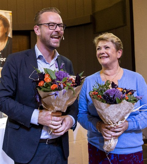 Synkende trend: Harald Hove vender snart tilbake til politikken. Nå beveger         han seg på grensen han selv satte for akseptabel valgoppslutning i 2019. Her sammen med Hilde Onarheim etter nominasjonsmøtet for et par uker siden. FOTO: Anders Kjølen