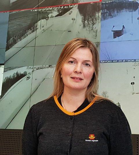 Driftsleder Siril Veiåker Nilsen på Statens vegvesens vegtrafikksentral for Nord-Norge.
