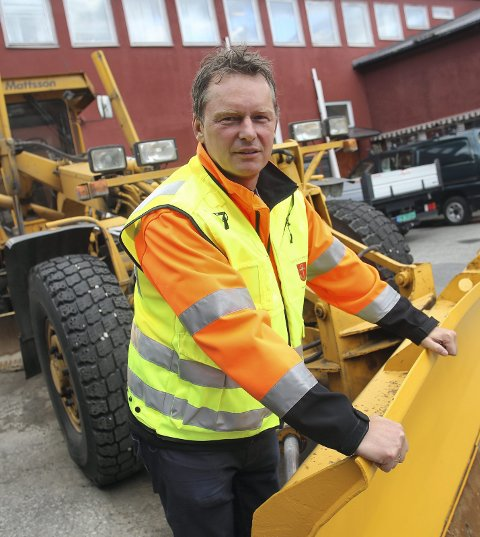 ORDNER OPP: Enhetsleder for Vei og Park i Narvik kommune, Trond Solberg, sier at skiltene skal ned. Arkivfoto.