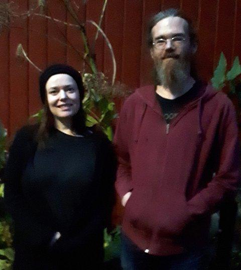 ARRANGØRER: Lina Knutsdatter Thingstad og Erlend Lien arrangerer støttekonsert for flyktninger på Lesvos, på Storgata camping fredag kveld.
