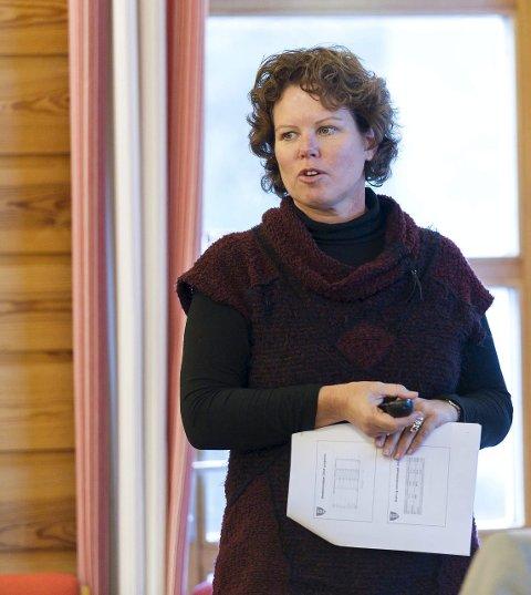 Får Thon-skatt: Økonomisjef Elin Aasnæss og Hole kommune får fortsatt skatt fra Olav Thon, men ikke så mye som før. Det gir store utfordringer.FOTO: FRODE JOHANSEN