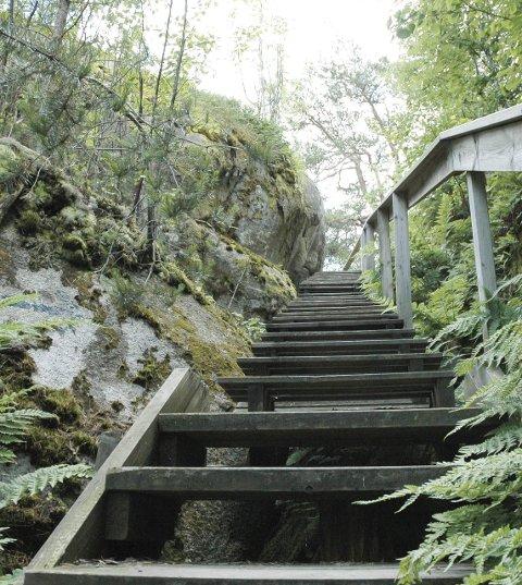 Perleporten: Trappen opp til toppen leder til en formidabel utsikt over fjell og fjord.