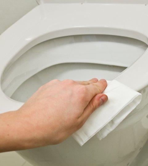 Det sier seg selv at toalettet har godt av jevnlig rengjøring.