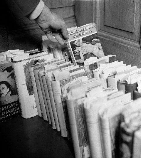 Forsvarerne av «Sangen om den røde rubin» pekte på flere eksempler av bøker påtalemyndighetene ikke hadde reagert på tidligere.FOTO: Aktuell