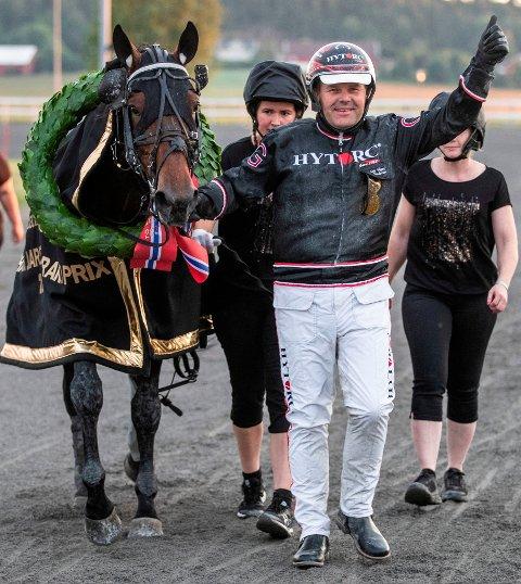 IMPONERENDE: Tre av tre i sulkysetet var en solid helgefasit for Geir Vegard Gundersen. Han har nå kjørt først over mål i 2685 løp i karrieren. Stallfasiten denne helgen: Fem førsteplasser og over 850 000 kroner innkjørt.