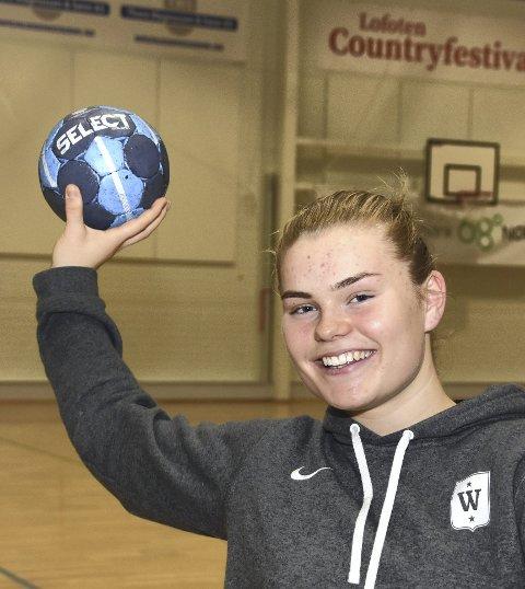 Håndball: Guro Jørgensen (16) er igjen tilbake på håndballbanen, etter å ha blitt satt ut av to kneskader. Foto: eirik Eidissen