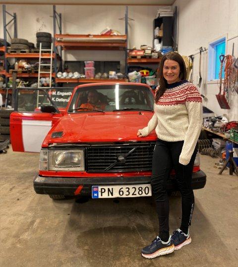 TILBAKE TIL VOLVO: Maren Engseth startet rallykarrieren i en rød Volvo original i 2000, før hun kjørte de siste sesongene sine i en forhjulsdrevet Peugot 206 XS. I combacket skal hun tilbake til Volvo - med bakhjulsdrift. – Det kan bli litt uvant, det er mye bil som skal håndteres, konstaterer 39-åringen, som foreløpig ikke har kjørt på ny-Volvoen veldig mange kilometer. - Den har stort sett stått i garasjen for å bli skrudd på, ler den blide sjåføren.