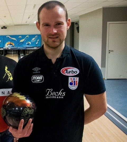 Glenn Morten Pedersen, Runar Almestrand, Tom Geir Sørum og Mads Sandbækken spiller for opprykk i siste serierunde for Ringerike bowlingklubb