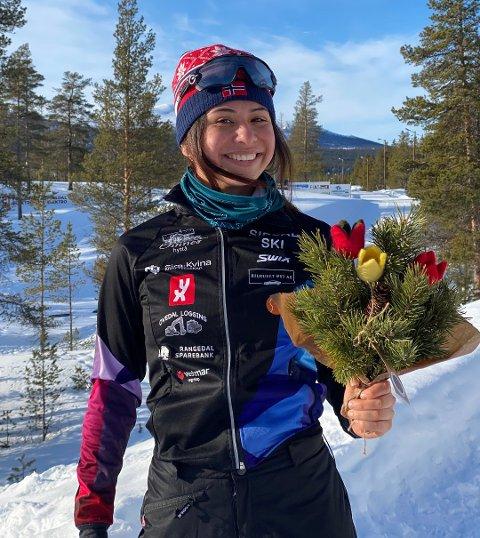 GULL: Stjerneskuddet Kristina Hipolan Bergmann er naturligvis glad og stolt etter den vanvittige prestasjonen lørdag ettermiddag. Her like etter hun tok førsteplassen. Gullmedaljen får hun under en seremoni i kveld. Foto: Privat