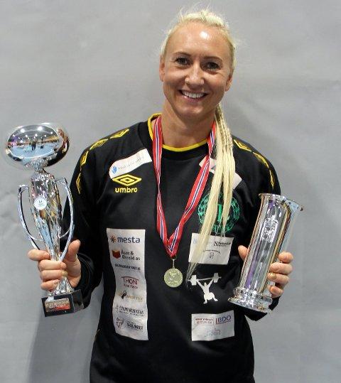 FØRSTE KONGEPOKAL: Vektløftar Ine Andersson i Tambarskjelvar IL vann denne helga sin aller første kongepokal.