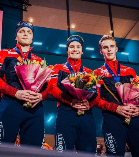 PÅ PALLEN: Håvard Bøkko, Sverre Lunde Pedersen og Hallgeir Engebråten med medaljene rundt halsen.