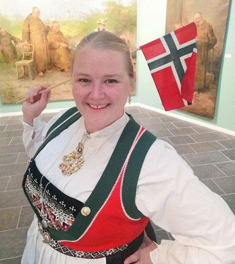 nger-Kristine Riber har fått med seg meir enn 20 profesjonelle kunstnarar frå Hardanger i det som skal bli ei direktesending med førehandsinnspelte kustnarinnslag. Foto: Priva