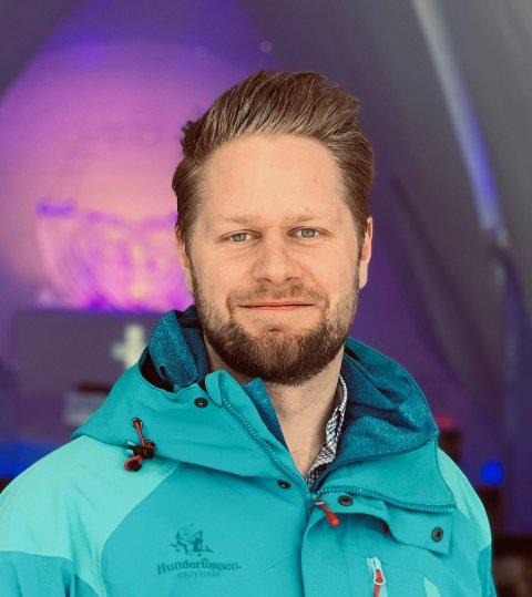 Mads E. Larsen  kom fra stillingen som markedssjef i Telia, til stillingen i Hunderfossen Familiepark. Nå, knappe to år etter går han til stillingen som markedsdirektør i NFM Group